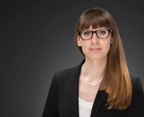 Carmen Lohse, Rechtsanwältin bei OCHSENFELD+COLL Rechtanwälte. Spezialisiert auf Datenschutz und Arbeitsrecht.